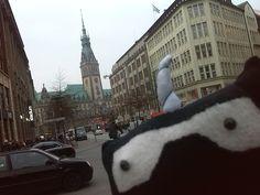 Danach geht es weiter zum Rathaus auf den Rathausweihnachtsmarkt  #BringMiraliaInDeineStadt #Miraundercover #Miragent #Miralia #TeamSurpriseMission #KleidungTauschen #KleidungKaufen #KleidungVerkaufen #Secondhand #SeiDabei #Hamburg #Rathaus #Rathausmarkt