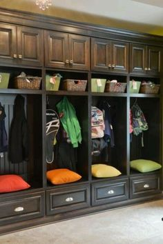 Mudroom inspiration- love it! (Pic only)