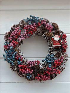 Clarah / Vianočný šiškový veniec Christmas Wreaths, Holiday Decor, Instagram, Home Decor, Christmas Garlands, Homemade Home Decor, Holiday Burlap Wreath, Decoration Home, Interior Decorating