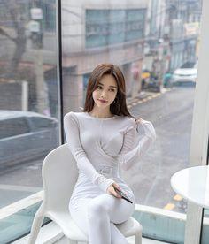 Beautiful Girl Image, Beautiful Asian Women, Amazing Women, Korean Girl Fashion, Asian Fashion, Womens Fashion, Stylish Girl Pic, Ao Dai, Classy Women