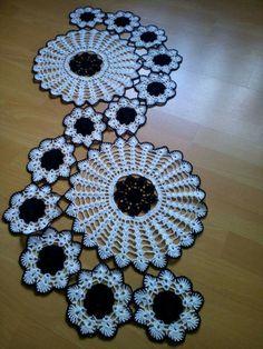 47 Super Ideas For Crochet Table Runner - Diy Crafts - maallure Diy Crochet Tablecloth, Crochet Table Runner Pattern, Granny Square Crochet Pattern, Crochet Flower Patterns, Crochet Chart, Crochet Motif, Crochet Designs, Hand Crochet, Crochet Flowers