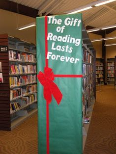 School Library Displays, Middle School Libraries, Library Themes, Library Activities, Elementary Library, Library Decorations, Library Ideas, Library Work, Christmas Library Bulletin Boards