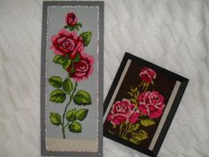 Ruustaulut, maalatut kehyjset. Oman äidin tekemä ruusuristipistotyö 60-luvulta on odottanut kehyksiä ja seinälle laittoa näin kauan.