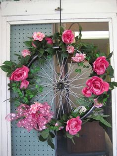 Who would have thought of using an old bike tire 4 a wreath? But 4 me, I'd weave ribbon or something around the spokes n cover the entire wheel~ Bicycle Wheel Decor, Bicycle Art, Bicycle Rims, Bike Wheel, Garden Whimsy, Wagon Wheel, Summer Wreath, How To Make Wreaths, Yard Art