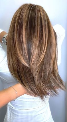 Brunette Hair Color With Highlights, Fall Hair Color For Brunettes, Hair Highlights, Highlight Hair Colour, Chocolate Hair With Caramel Highlights, Light Brunette Hair, Bayalage Brunette, Caramel Brown Hair, Copper Highlights