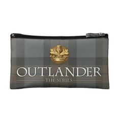 Outlander | Outlander Title & Crest Makeup Bag - How about this cool TV series period piece Outlander? Gotta love it. #outlander #outlanderstarz #outlanderseries #outlanderfan #tvshows #tvseries #starz #giftideas #gift #giftsfordad #giftsforher Outlander Clothing, Caitriona Balfe Outlander, Drums Of Autumn, Outlander Tv Series, Dog Bowtie, Baby Shower Games, Business Supplies, Gifts For Dad, Tote Bag