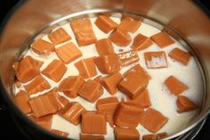 How to Melt Caramel Squares cup Evaporated milk 1 cup caramel squares) Allow boiling pot to vent How To Melt Caramel, Caramel Dip, Caramel Candy, Caramel Recipes, Caramel Apples, Corn Recipes, Yummy Treats, Delicious Desserts, Sweet Treats