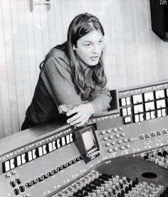 David Gilmour of Pink Floyd is pretty darn cute! Pink Floyd Members, David Gilmour Pink Floyd, Richard Wright, Psychedelic Music, Pink Floyd Dark Side, Best Guitarist, Roger Waters, Progressive Rock, Most Handsome Men