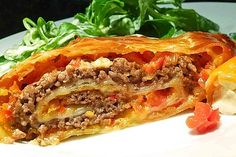 Minced meat – bell pepper – cheese – strudel, a tasty recipe from the vegetable category. Ratings: Average: Ø Minced meat – bell pepper – cheese – strudel, a tasty recipe from the vegetable category. Yummy Recipes, Pizza Recipes, Pork Recipes, Crockpot Recipes, Cooking Recipes, Yummy Food, Cooking Food, Law Carb, Cheese Stuffed Peppers