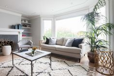 Neha and Neelav, a young couple, had just purchased a 3-bedroom house in the Marina District of San Francisco. They didn't spare a moment before coming to Homepolish designer Hannah Collins to give them advice on how to bring a proper Bay Area vibe to the interiors.