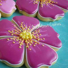 Pretty Flowers #flower #flowersmakemehappy #edibleart #sugarcraft #sugarcookies #customcookies #flowerstagram #cookies #biscoitosdecorados #foodshot #foodstyling #foodphotography #pink #fuschia #bling #bake #madebyme #madefromscratch #instacookies #instagood #mycupcakeaddiction #instadaily #picoftheday #torontofood #toronto #torontocookies #madaboutcookies