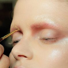 Backstage at R. Rosner, SS13 São Paulo Fashion Week The artist used Studio Fix Pro Conceal Correct Palette to conceal the brow. The he used Sushi Flower Eye Shadow mixed with Haux Eye Shadow Last he added Reflect Gold Pigment.