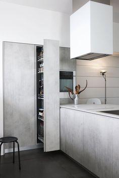 Fitted #kitchen with peninsula MILA 04 by Cesar Arredamenti   #design Gian Vittorio Plazzogna @cesarkitchen