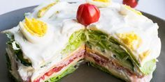 Low Carb Salattorte – super lecker & extrem einfach How about cream cake with a delicious salad? Because cake can also be healthy and low carb – try it yourself! Paleo Recipes, Low Carb Recipes, Law Carb, Salad Cake, Dieta Paleo, Keto Foods, Paleo Breakfast, Low Carb Diet, Food And Drink