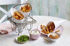 Unser beliebtes Rezept für Süßkartoffelpommes mit drei Dips und mehr als 55.000 weitere kostenlose Rezepte auf LECKER.de.