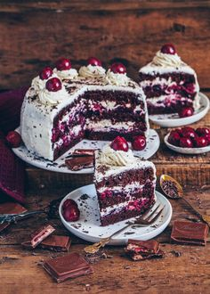 This Vegan Black Forest Cake is incredibly delicious. The recipe is easy, contains plant-based ingredients and can be made sugar-free and gluten-free. Cherry Compote, Chocolate Cherry Cake, Black Forest Cake, Creative Desserts, Vegan Desserts, Vegan Food, Vegan Recipes, Cherries, Vegan Gluten Free