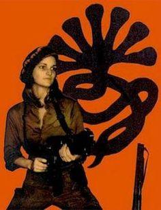 """Kidnapped Hearst heiress Patty Hearst (aka """"Tonya"""") poses for an SLA propaganda image."""