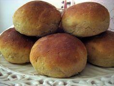 Det blir gärna att jag bakar samma bröd, mina tekakor med havregryn . De är lätta att göra och SÅ himla goda, känns färska trots att de lega...