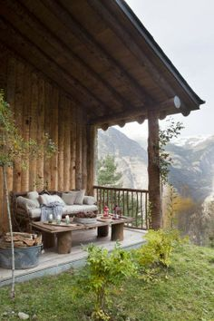 Un porche à la montagne