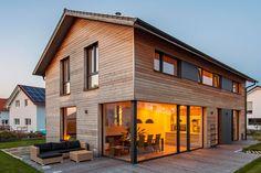 Wooden house in Oberpframmern - wood habitat - Eigenes haus bauen - Modern Wooden House, Wooden Facade, Facade House, House Facades, House In The Woods, Home Fashion, Habitats, Living Spaces, Sweet Home