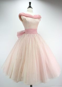 This would look cute on Emma! Dress Vintage Party Prom Pink Eyelet Lace… - This would look cute on Emma! Dress Vintage Party Prom Pink Eyelet Lace by swingkatsvintage Vintage Outfits, Vintage Party Dresses, 1950s Dresses, Vintage Clothing, Rockabilly Dresses, Vintage Mode, Vintage Wear, Dress Vintage, Vintage Prom