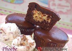 Σοκολατένια cupcakes με γέμιση Cupcake Cakes, Cupcakes, Cake Bars, Small Cake, Greek Recipes, Tray Bakes, Biscuits, Muffins, Good Food