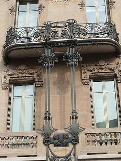 Casa Maffei 1909 Corso Montevecchio in Turin/ Italy Metal Stair Railing, Wrought Iron Staircase, Balcony Railing Design, Railings, Architecture Antique, Classical Architecture, Amazing Architecture, Art And Architecture, Art Nouveau