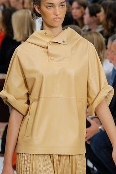 Tod's Spring 2018 Ready-to-Wear Accessories Photos - Vogue Fashion Week, Spring Fashion, High Fashion, Fashion Show, Fur Clothing, Spring Summer 2018, Vogue Paris, Celine, Shirt Blouses