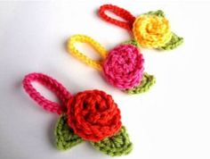 The Crochet Travel Blooms are crochet flowers and leaves with an attached loop for hanging, and are perfect to add to luggage to make them more visible among all the other bags. Love Crochet, Crochet Gifts, Crochet Motif, All Free Crochet, Knit Crochet, Simple Crochet, Knitted Flowers, Crochet Flower Patterns, Crochet Roses