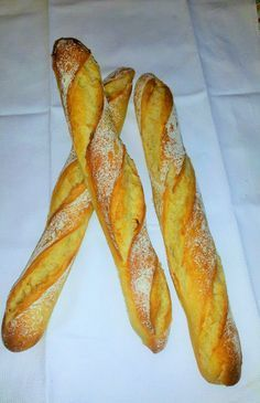 Baguettes maison délicieuses et inratables! Cooking Bread, Cooking Chef, Cooking Recipes, Cooking Pork, Homemade Sandwich Bread, Masterchef, Bread And Pastries, Brunch, Food And Drink
