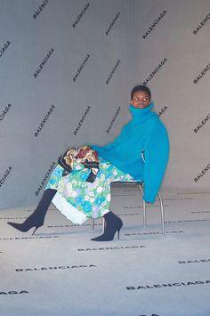A Campanha Balenciaga OutonoInverno 20172018 traz o Esprito de seu Fundador nas Atuais Criaçes de Demna Gvasalia  Fragmentos de Moda