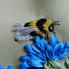 Long & Short as Soft Shading in Colors - Embroidery Patterns ribbon embroidery & thread embroidery . / Photo 40 - bumblebees, bees MK - ~By anethkaribbon embroidery & thread embroidery . / Photo 40 - bumblebees, bees MK - ~By anethka Crewel Embroidery Kits, Embroidery Needles, Silk Ribbon Embroidery, Embroidery Designs, Embroidery Supplies, Embroidery Alphabet, Embroidery Monogram, Embroidery Patterns Free, Flower Embroidery