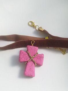Otra combinación de gargantilla Velvet. Marrón y rosa.  Puedes encontrarlas en la tienda on-line www.greenlily.es