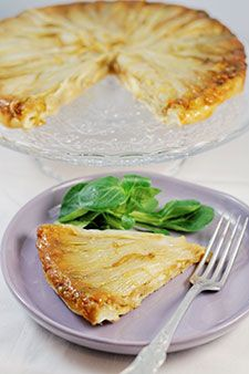 Tarte aux endives et Camembert Coeur de lion // Chicory & Camembert Tart Vegetarian Recipes, Snack Recipes, Cooking Recipes, Quiches, Appetizer Sandwiches, Food Inc, Savory Pastry, Salty Foods, Spring Recipes