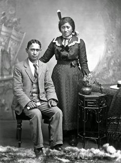History in Photos: Frank Denton. Portrait of young Maori man and woman from Takarangi family, Wanganui region, ca. Vintage Photography, Portrait Photography, Old Photos, Vintage Photos, Maori People, Maori Designs, Black Indians, Maori Art, History Facts