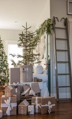 Wood Design, Magnolia, Ladder Decor, Christmas, Home Decor, Xmas, Decoration Home, Room Decor, Magnolias