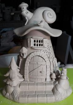 Light house made of clay before firing ceramic greenware roof ideas Clay Houses, Ceramic Houses, Ceramic Clay, Ceramic Birds, Polymer Clay Fairy, Polymer Clay Crafts, Diy Clay, Clay Fairy House, Fairy Garden Houses