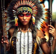 How to do native american makeup Native American Girls, Native American Beauty, American Indians, Native Girls, Tribal Makeup, Halloween Karneval, Indian Costumes, Girl Costumes, Maquillage Halloween