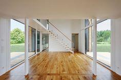 Bildergalerie Low Cost Housing, Divider, Barn, Stairs, House Design, Room, Furniture, Home Decor, Architecture Interior Design