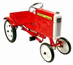 Marquant Tractor Rood 9701, Metalen Retro Trapauto. Gebaseerd op de stijl van de tractors van vroeger, is deze kinderreplica een prachtig exemplaar voor jong om zich heerlijk mee te vermaken of voor oud als verzamelobject. Prachtig voor in de woonkamer en een eye catcher ook voor buitenshuis, kan een kind zich met deze wagen perfect een man van het boerenleven voelen.
