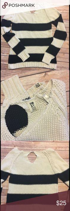 Roxy Sweater Navy/Cream striped boat neck sweater. Soft cotton/ acrylic blend. Size M. EUC Roxy Sweaters Crew & Scoop Necks