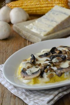 Ricetta Polenta con funghi e gorgonzola| Dolce e Salato di Miky Italian Dishes, Italian Recipes, My Favorite Food, Favorite Recipes, Recipe Mix, Sweet Cakes, Light Recipes, Creative Food, Vegetable Recipes