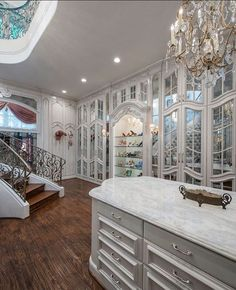 Ladies...Now This is a Grand Closet. Your Thoughts???