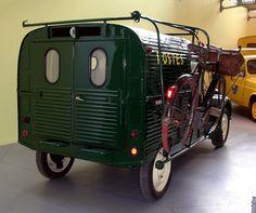 La Citroen 2CV fourgonnette PTT de 1954