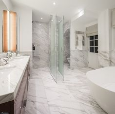 A super-rich Omani sheikh has snapped up not one but two luxury Knightsbridge flats within a stone& throw of Harrods - a apartment for his family, and an pad with Hyde Park views for their fleet of staff. Ensuite Bathrooms, Bathroom Toilets, Bathroom Faucets, Master Bathroom, Toilet Cubicle, Luxury Toilet, His And Hers Sinks, Luxury Restaurant, Shower Cubicles