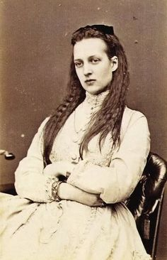 Alexandra Princess of Wales with her long hair…she looks a bit like Queen Margrethe 2. of Denmark