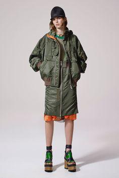 Sacai Resort 2017 Fashion Show Collection: See the complete Sacai Resort 2017 collection. Look 27 Sport Fashion, Fashion Week, Fashion 2017, Love Fashion, Fashion Show, Military Looks, Fashion Details, Fashion Design, Resort 2017