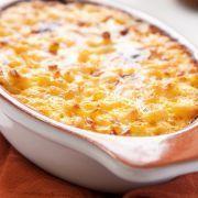 Griekse gehaktschotel met macaroni en kaas
