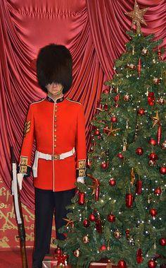 Madame Tussauds - London Buckingham Palace guard and Christmas tree