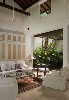 Modern Tropical House, Modern Small House Design, Tropical Houses, Interior Exterior, Home Interior Design, Wood House Design, British Colonial Decor, Caribbean Homes, House Styles